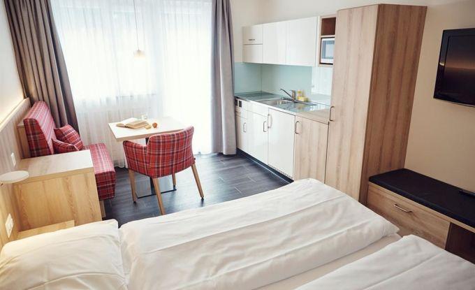 Wohn/Schlafzimmer II