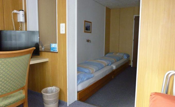 Zimmer IV